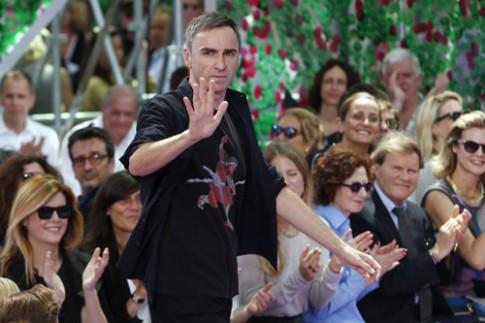 Raf Simons bất ngờ từ chức giám đốc sáng tạo của Dior
