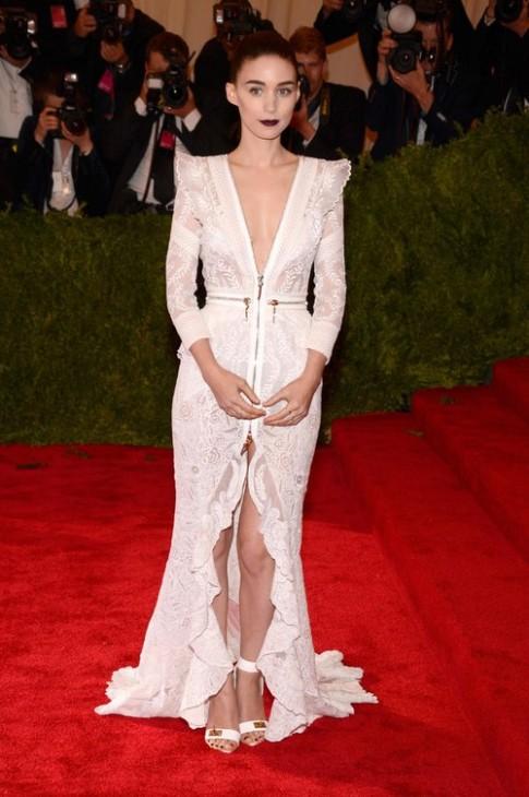 Rooney Mara dịu dàng, thanh lịch với đầm dài