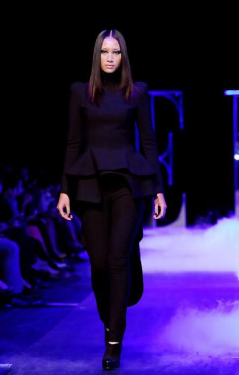 Sắc đen chiếm lĩnh 'Elle Fashion Show 2012'
