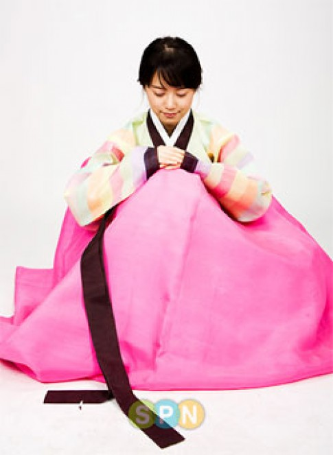 'Sao' Hàn Quốc trình diễn hanbok