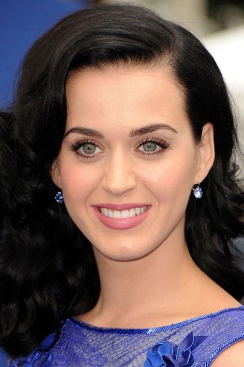 Sao Hollywood trẻ trung, nữ tính với tóc ngang lưng