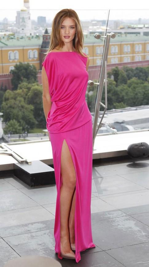 Sao khoe chân dài trong váy xẻ cao (2)