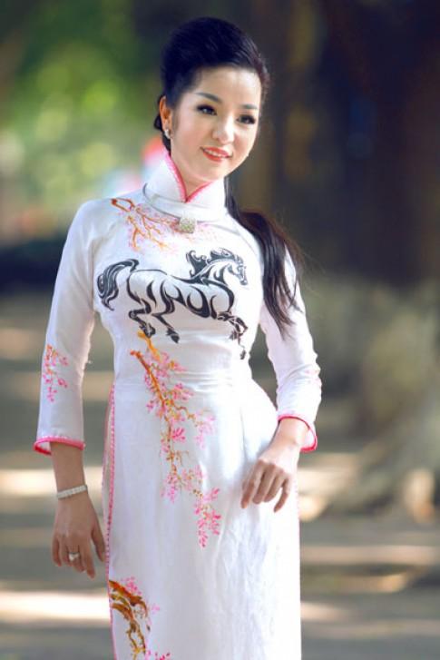 Sao Việt rực rỡ áo dài du xuân