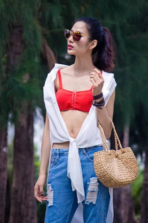 Sao Việt trở lại với phong cách thắt áo tinh nghịch