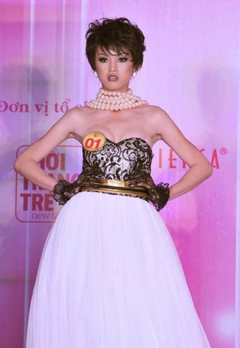 Siêu mẫu 2011 đầy màu sắc với váy áo dạ hội