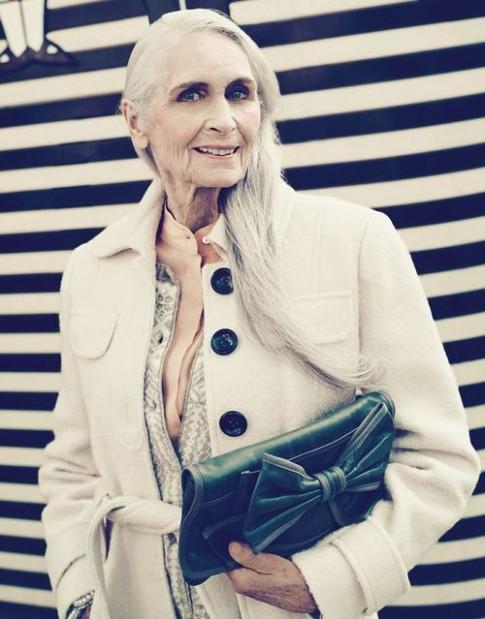 Siêu mẫu già nhất thế giới ấn tượng trong loạt hình thời trang