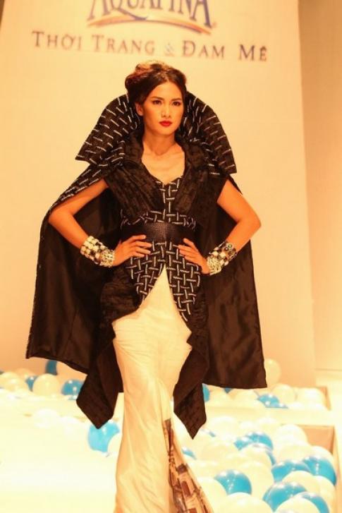 Siêu mẫu hội tụ trong show diễn 'Thời trang và đam mê'