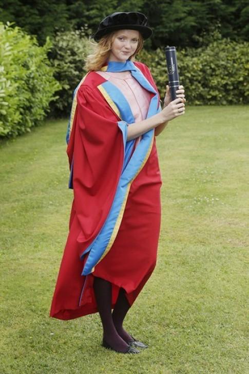 Siêu mẫu Lily Cole nhận bằng đại học thứ ba