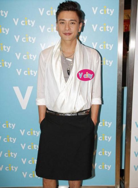 Sở thích mặc váy, kẻ môi của tài tử TVB Huỳnh Tông Trạch