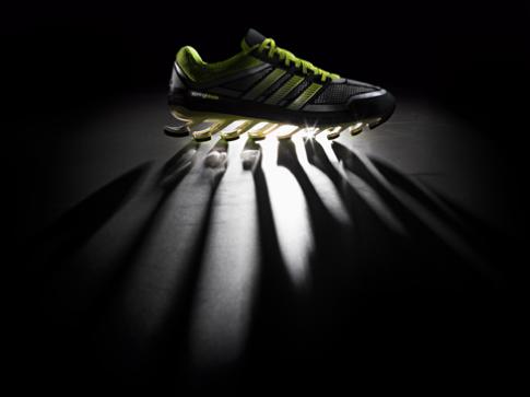 Springblade, dòng giày chạy bộ 'độc' của adidas