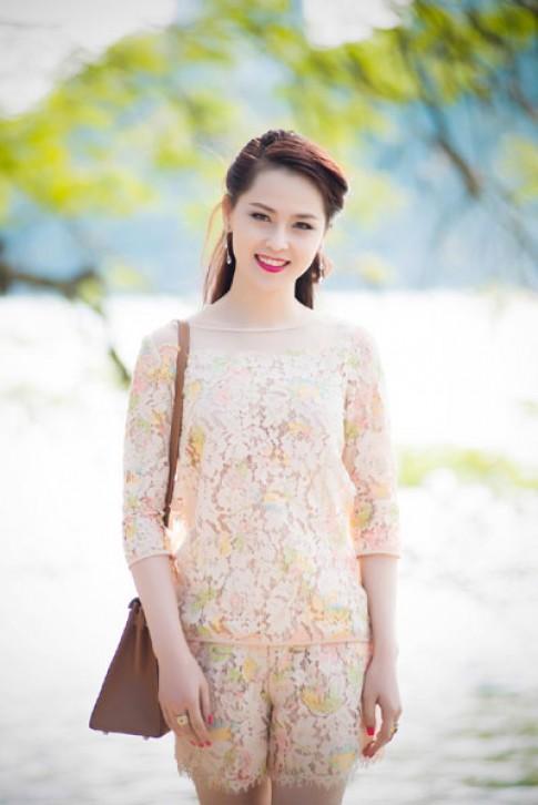 Thái Như Ngọc diện short ren dạo phố