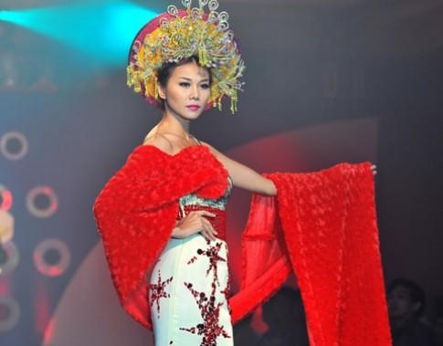 Thanh Hằng diễn vai Thái hậu Dương Vân Nga