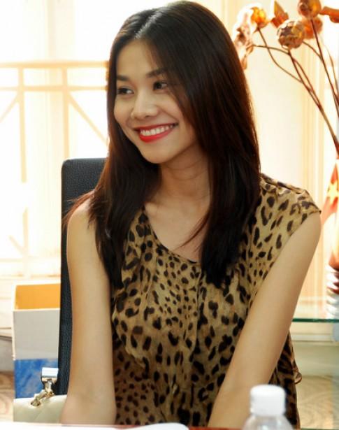 Thanh Hằng làm giám khảo Siêu mẫu 2011