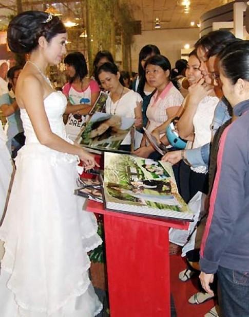 Thanh Thúy làm mẫu tại 'Triển lãm mỹ thuật cưới'