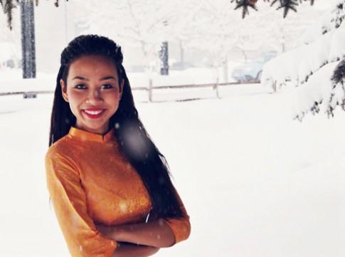 Thảo Trang mặc áo dài giữa mùa tuyết rơi