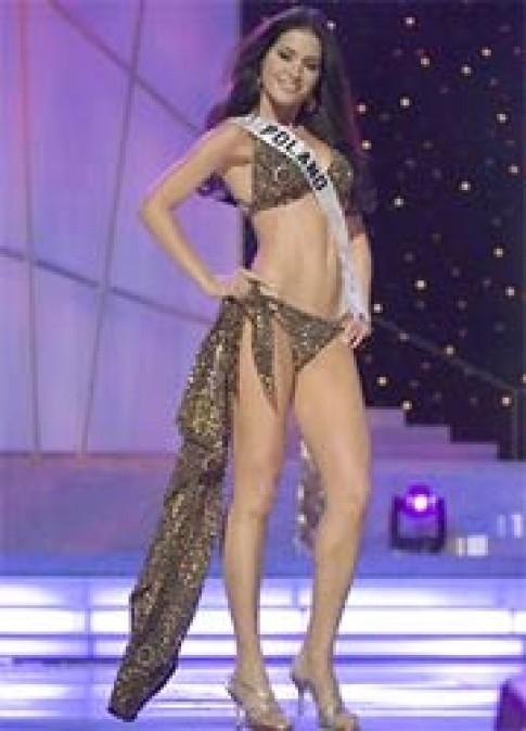 Thí sinh Hoa hậu Hoàn vũ trình diễn bikini