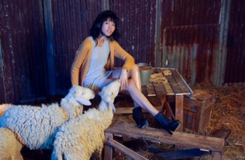 Thí sinh Next Top tạo dáng với BST len lông cừu