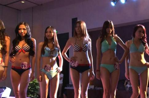 Thí sinh 'Người mẫu ngực' Trung Quốc khoe dáng