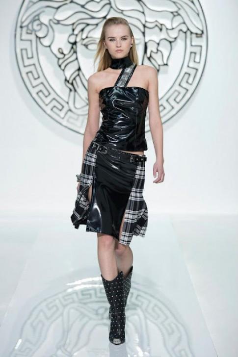 Thiết kế da bóng của Versace