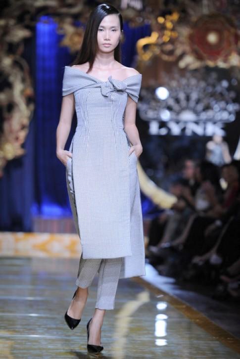 Thiết kế ngoại có dáng dấp áo dài ở Lynk Fashion Show