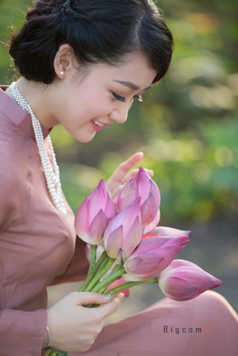 Thiếu nữ Hà Thành đẹp với ngọc trai