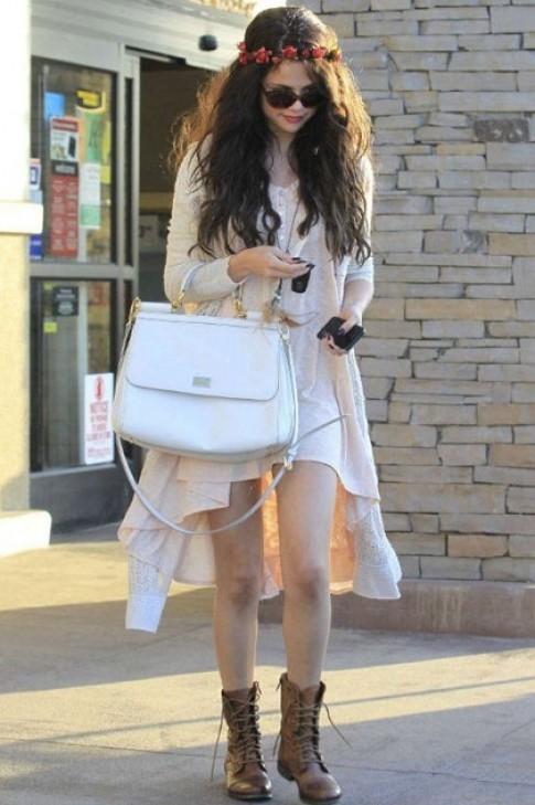 Thời trang xuống phố phong cách của Selena Gomez (2)