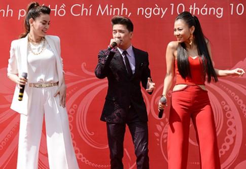 Thu Minh nóng bỏng bên Hà Hồ thanh lịch