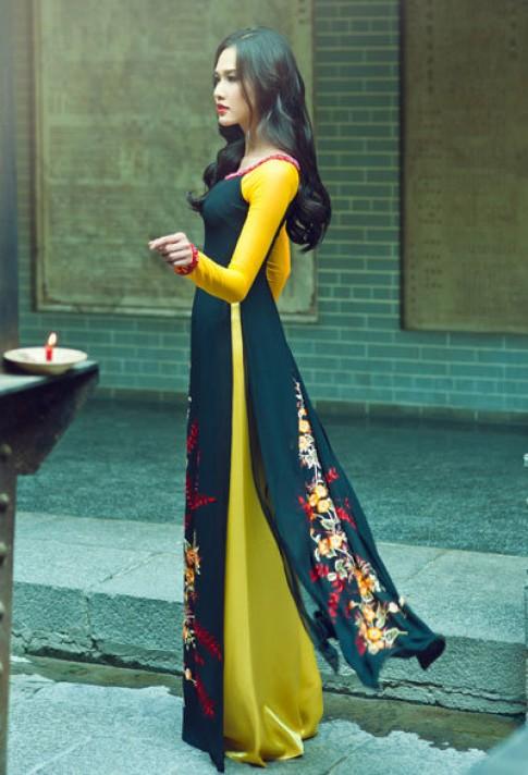 Thuận Việt trình diễn áo dài thêu tay tại Nhật
