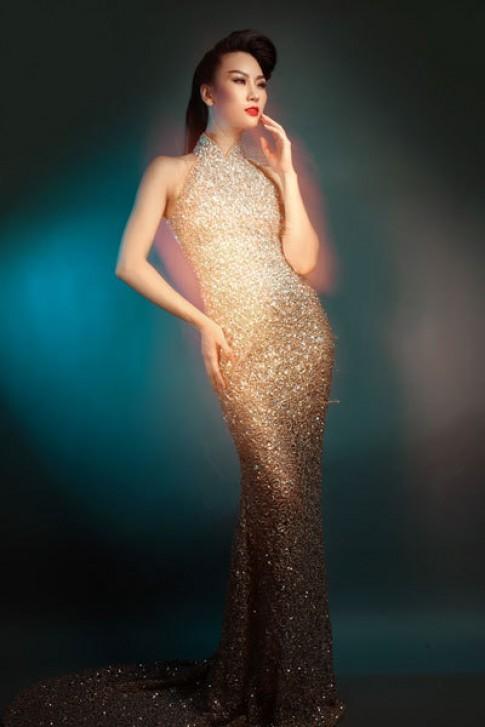 Thùy Linh diện váy kim sa bắt ánh sáng