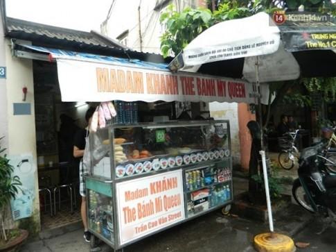 """Tiệm bánh mì """"ngon nhất thế giới"""" của cụ bà U80 ở Hội An"""