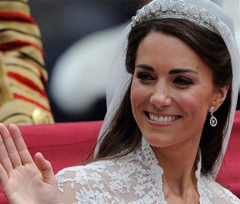 Tóc gợn sóng hoàn hảo của Kate Middleton