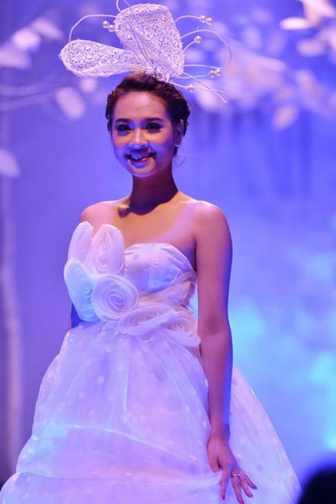Tôn Nữ Na Uy diễn thời trang bên dàn mẫu Top Model