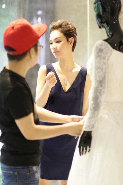 Trà My Idol thử váy cưới 200 triệu đồng