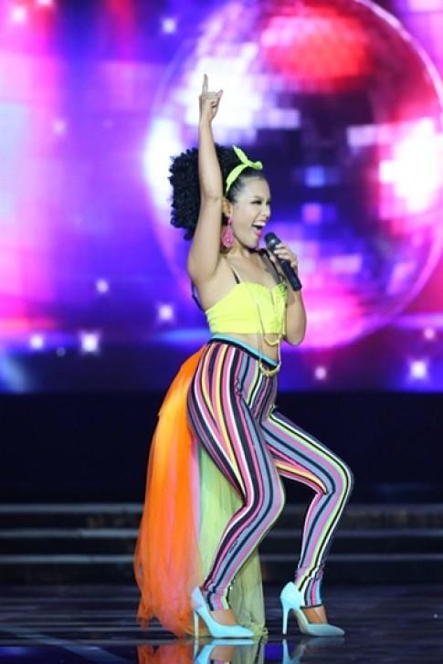 Trang Khiếu, Phương Vy vào top mặc xấu tháng 7