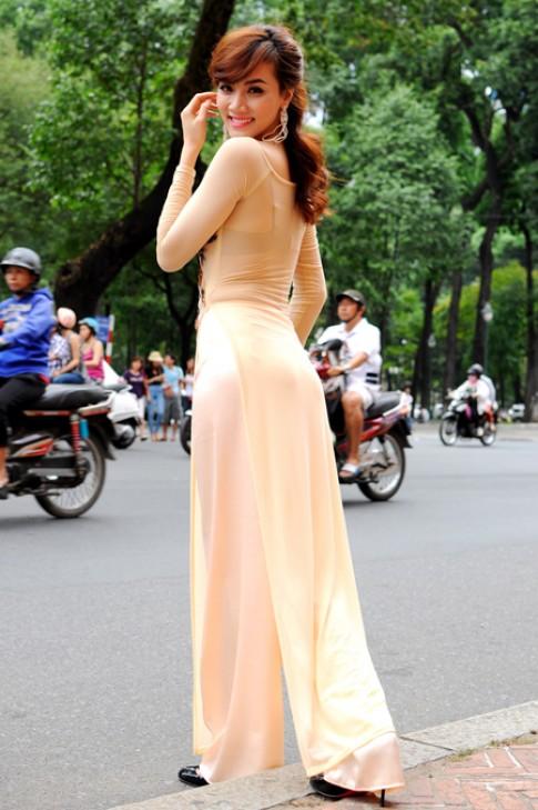Trang Nhung dạo Sài Gòn với Á khôi Miss Ngôi Sao