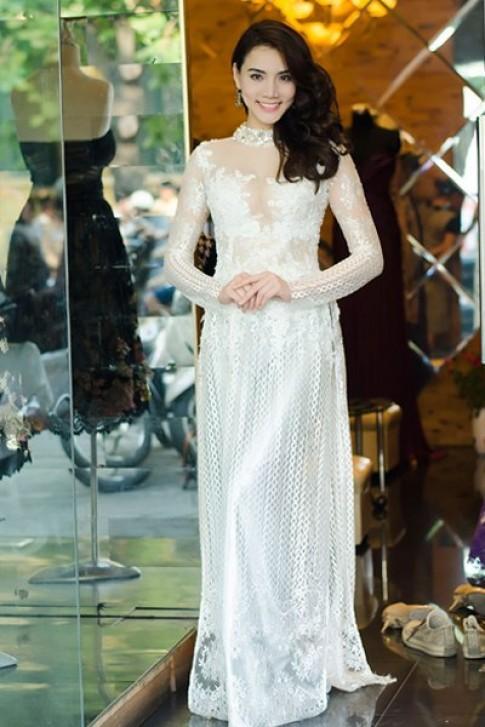 Trang Nhung đẹp rạng rỡ trong buổi thử trang phục Hoàng Hải
