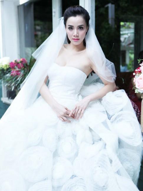 Trang Nhung xúng xính váy cô dâu