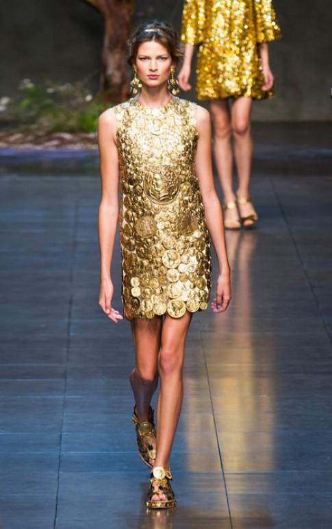 Trang phục ánh kim dát vàng cho mùa xuân mới