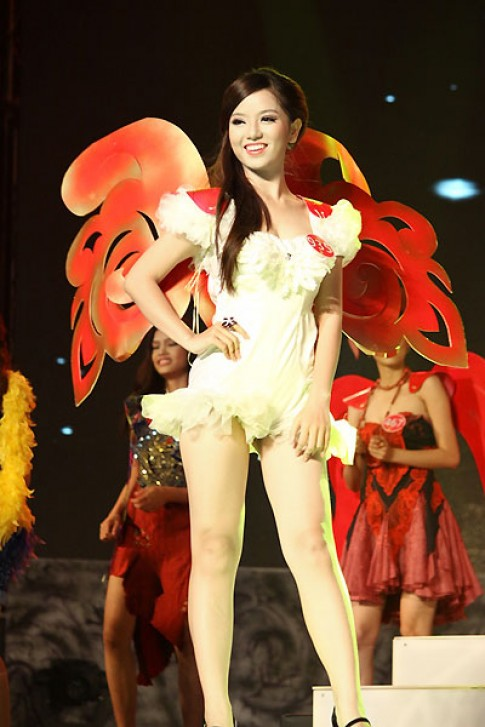 Trang phục carnival của Miss Photo