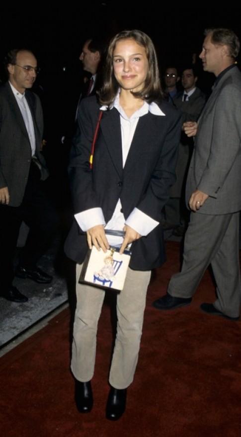 Trang phục của sao Hollywood trong lần đầu lên thảm đỏ