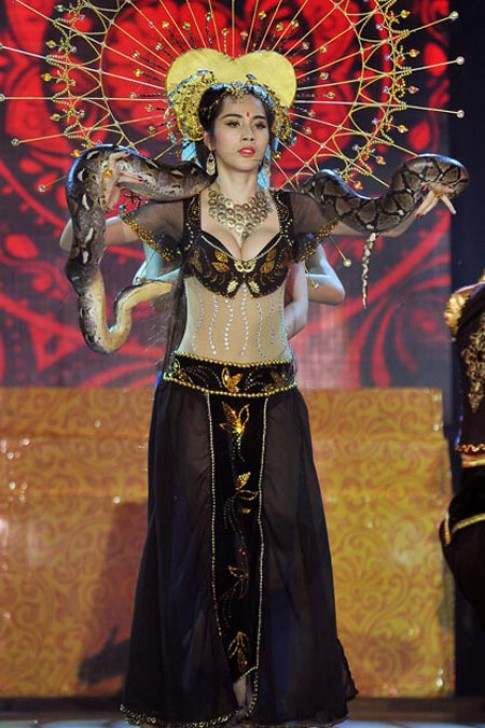 Trang phục độc của sao Việt