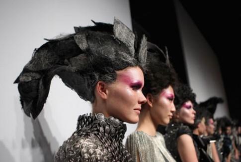 Trang phục kỳ dị tại Tuần lễ thời trang Trung Quốc