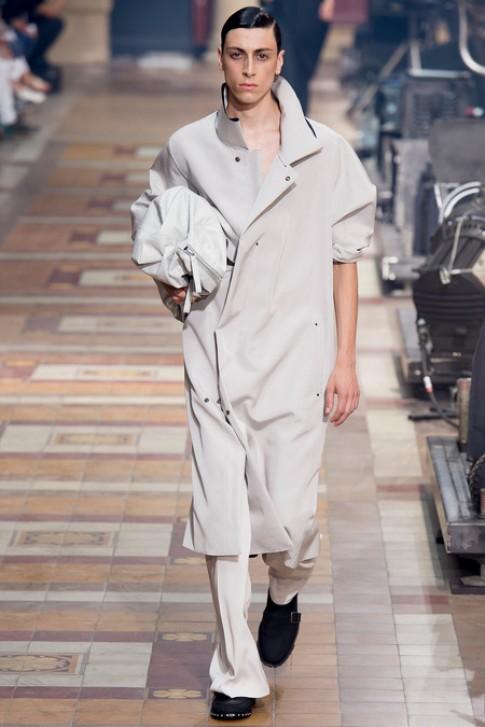 Trang phục nam của Lanvin hướng đến sự đơn giản, năng động