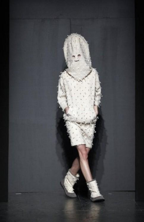 Trào lưu mẫu giấu mặt tại Tuần lễ thời trang Paris