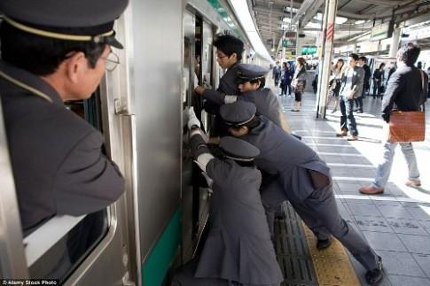 Trào lưu răng khểnh và quán ngủ chung - các điều lạ lùng ở Nhật