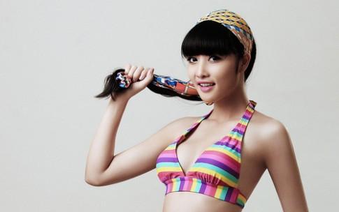 Triệu Thị Hà diện bikini sắc màu