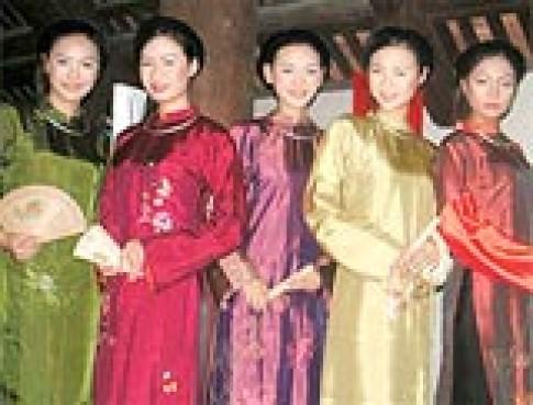 Trình diễn áo dài Việt Nam tại Nhật Bản