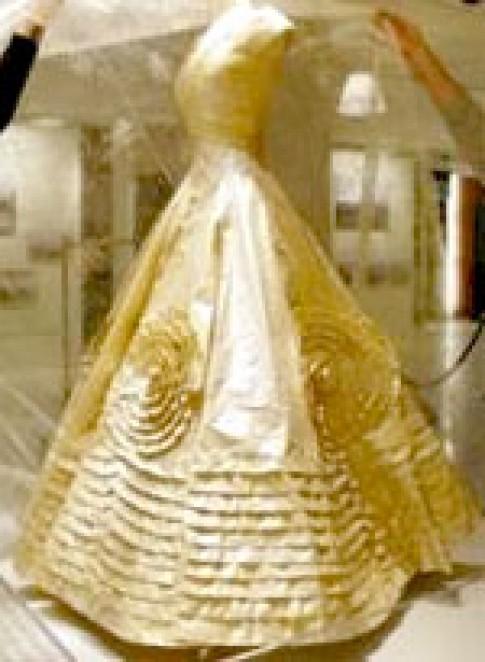 Trưng bày bản sao váy cưới của Jackie Kennedy
