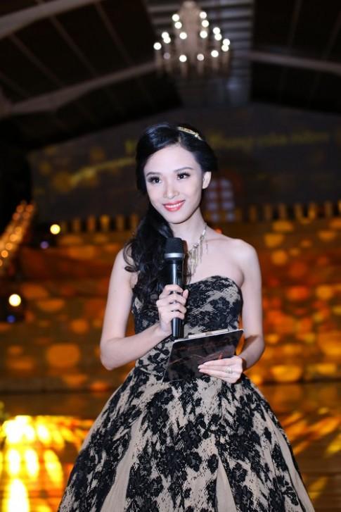 Trương Hồ Phương Nga thích diện váy công chúa