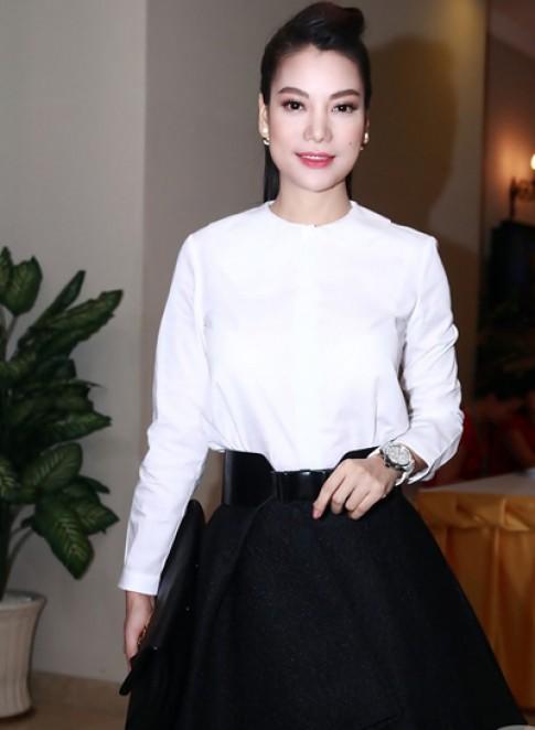 Trương Ngọc Ánh nữ tính với kiểu váy mullet